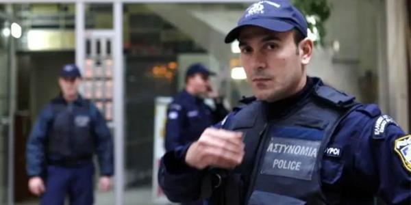 شرطة اليونان تتحرى أمر مظاريف مريبة أرسلت من الهند إلى جامعاتها