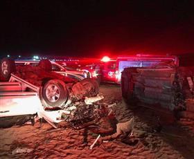 وفاة 3 أشخاص وإصابة 5 آخرين في حادث تصادم على طريق الوفرة