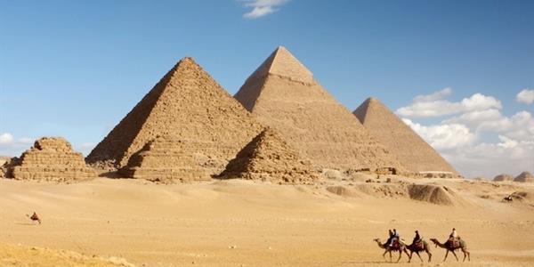 مصر تطالب اسكتلندا بوثائق ملكية «حجر الهرم»