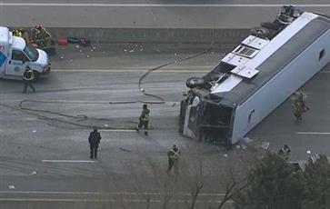 مصرع 3 أشخاص وإصابة 23 آخرين إثر حادث تصادم بمحطة حافلات في كندا