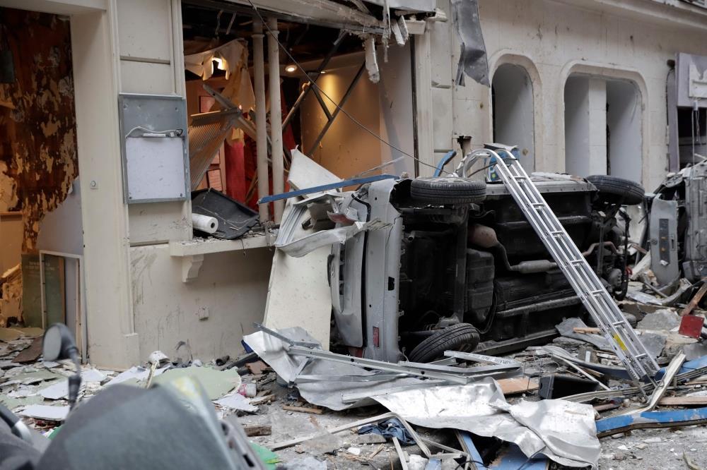 وزير الداخلية الفرنسي يعلن وفاة 4 أشخاص في انفجار باريس