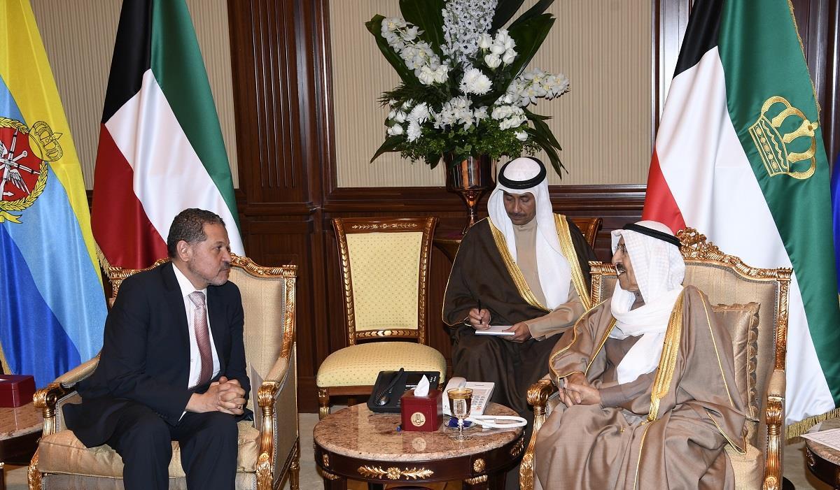 سمو الأمير يتسلم رسالتين خطيتين من الرئيس الفلسطيني ورئيس نيكارغوا