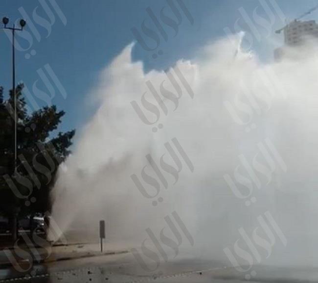 انفجار «بايب» مياه قرب منطقة الشعب عند تقاطع الدائري الثالث مع شارع الاستقلال