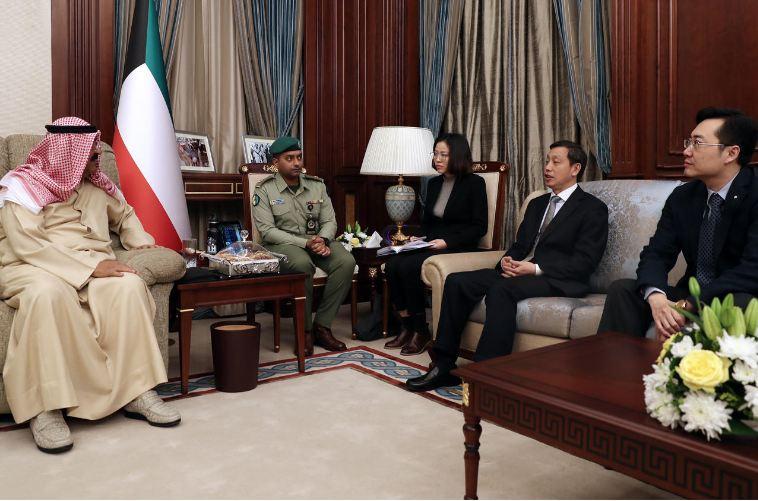مشعل الأحمد يبحث مع السفير الصيني تعزيز التعاون العسكري والأمني