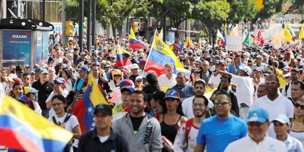 مسيرات للمعارضة الفنزويلية لمطالبة مادورو بالسماح بدخول مساعدات إنسانية