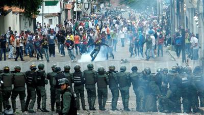 قتيلان في صدامات مع الجيش الفنزويلي