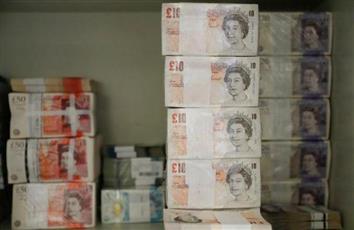 الاسترليني يسجل أكبر خسارة في 7 أسابيع أمام الدولار مع تعثر مفاوضات بريكست