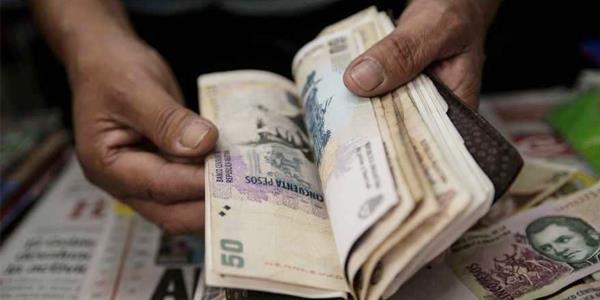 الأرجنتين ترفع أسعار الفائدة بشكل حاد لوقف «نزيف البيزو»