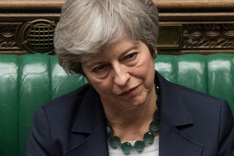 """التايمز البريطانية: رئيسة الوزراء """"ماي"""" فقدت سيطرتها على وزرائها"""