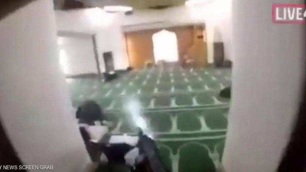 """رعب الـ17 دقيقة.. كيف وقعت مجزرة """"مسجد النور""""؟"""