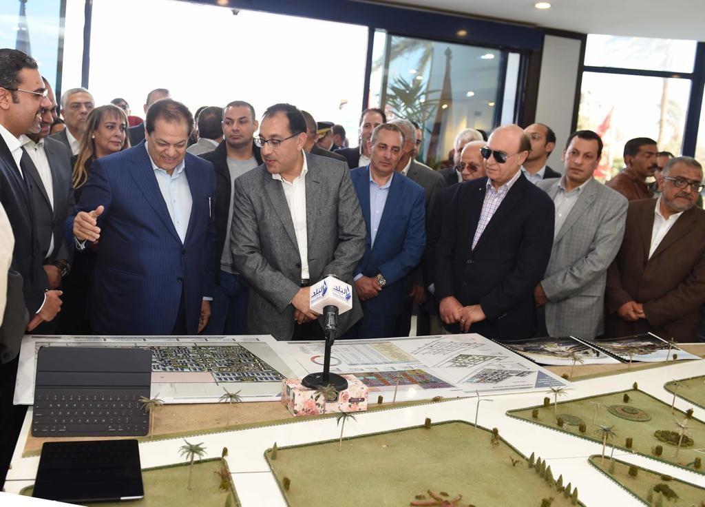 رئيس الوزراء المصري يزور مصانع كليوباترا في العين السخنة.. ويشيد بإنجازات المجموعة