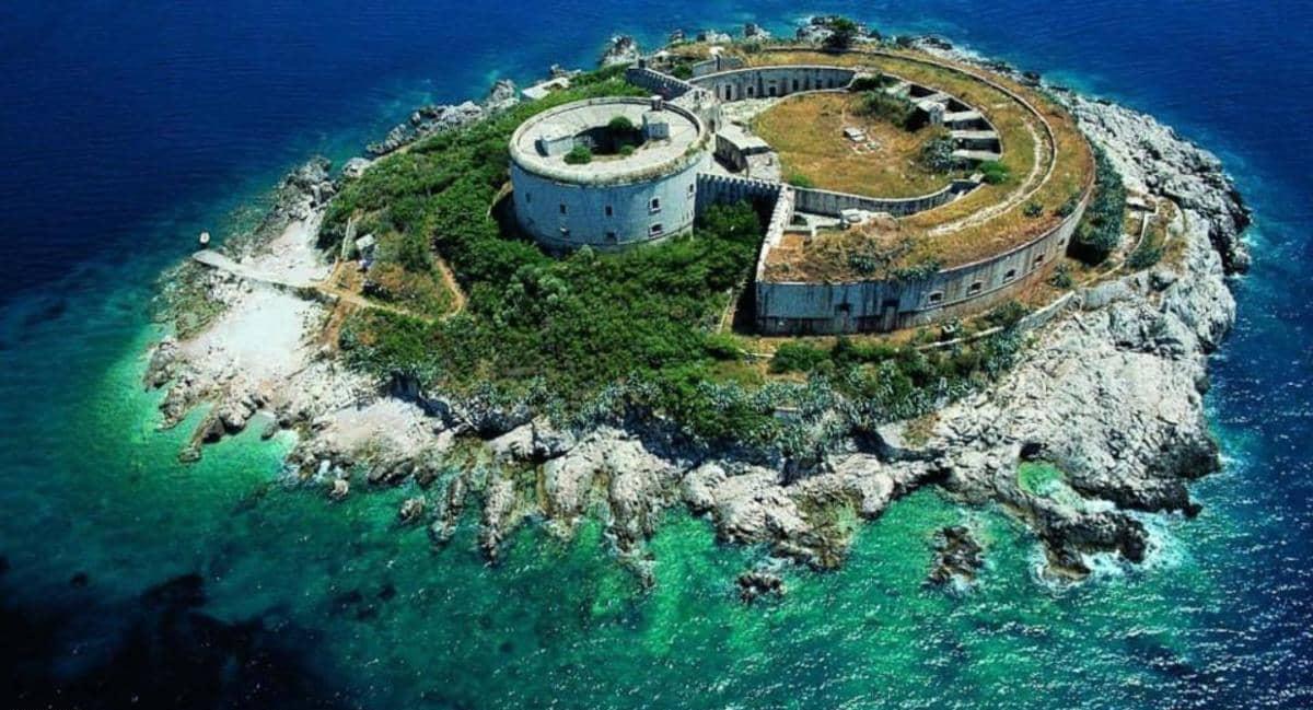 قلعة شهدت أعمال تعذيب مروعة تتحول إلى فندق 5 نجوم