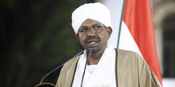 الرئيس السوداني يحظر «تخزين العملة الوطنية والمضاربة فيها»