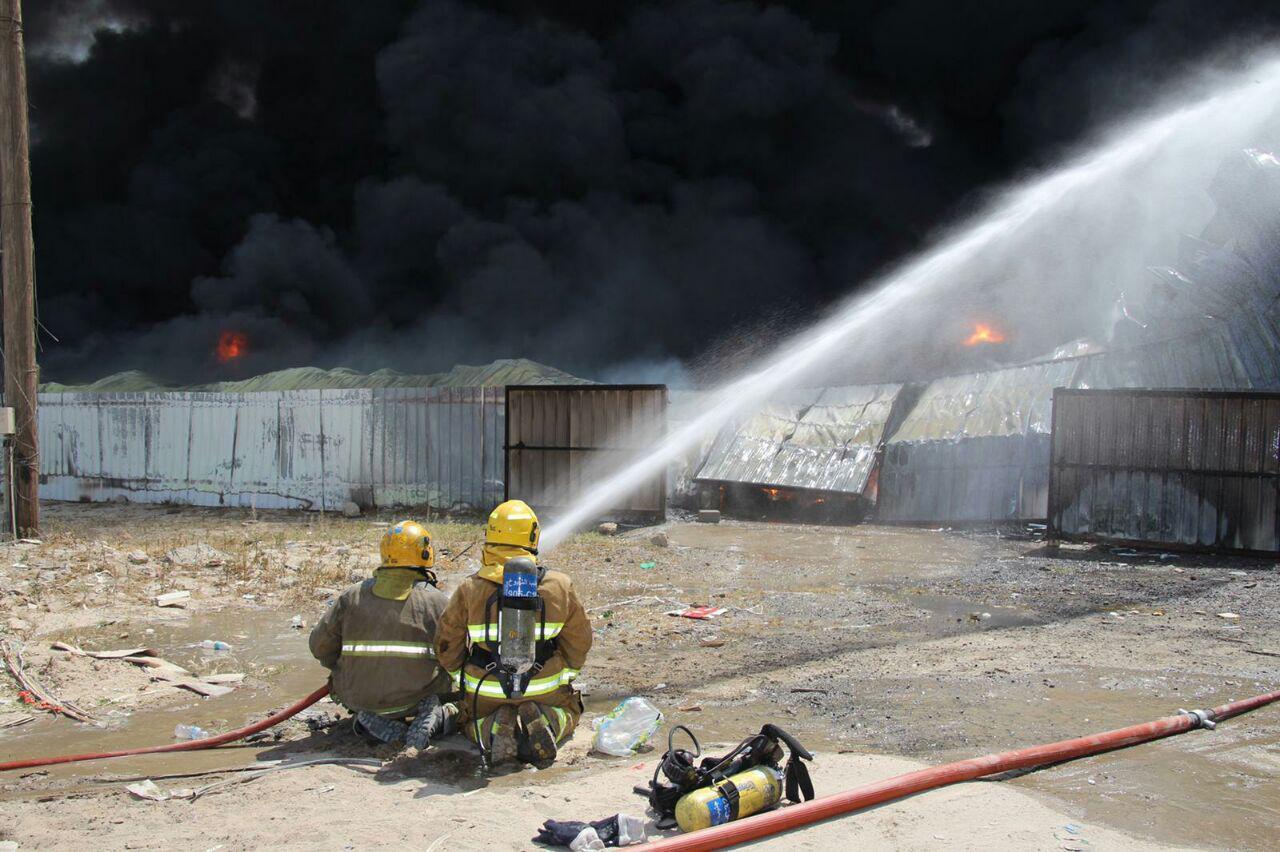 السيطرة حريق مستودعات في منطقة الصليبية