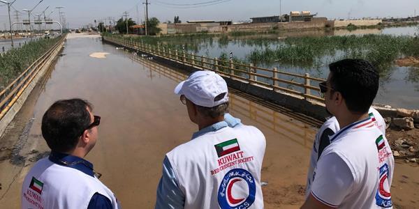 «الهلال الأحمر» يطلع على أضرار السيول في إيران