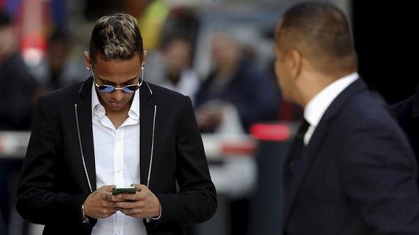 مكالمة هاتفية من نيمار تثير الرعب في ريال مدريد!