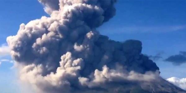 بركان ساكوراجيما في اليابان يطلق سحابة رماد بارتفاع 5.5 كيلومتر