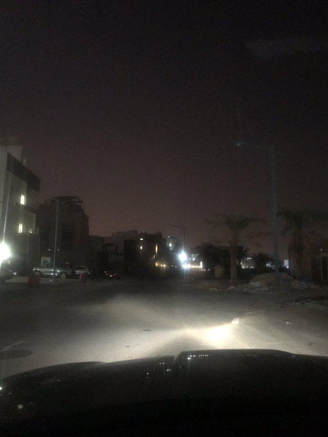 """لا إضاءة بأحد شوارع منطقة صباح الأحمد البحرية """"خيران البحري"""" منذ أسبوع"""