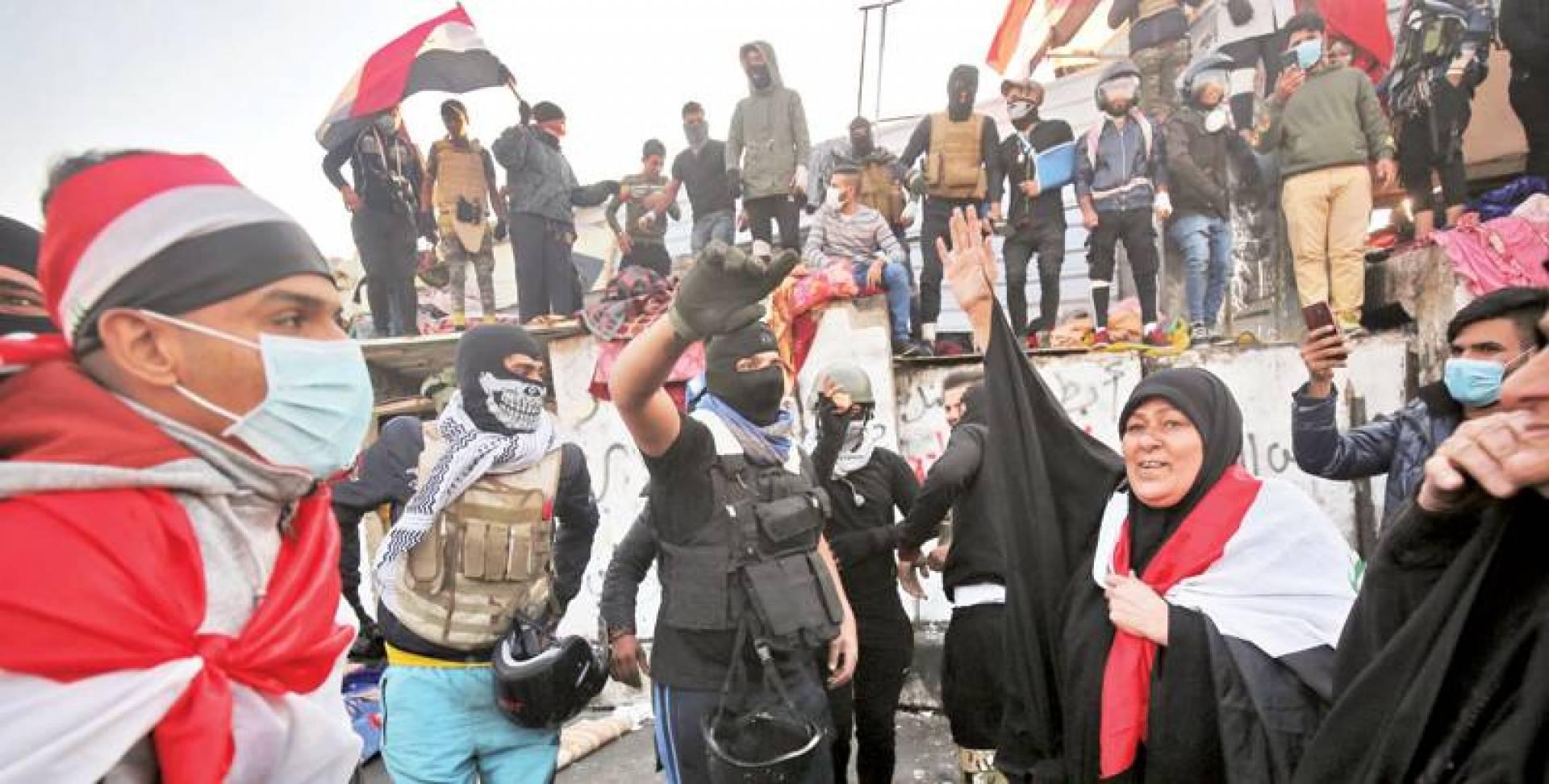 العبادي يفجِّرها: حكومة عبد المهدي قاتلة للمتظاهرين