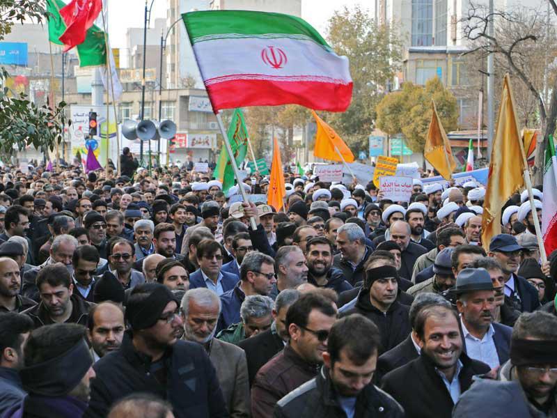 إيران: 20 ألف معتقل وانشقاق عناصر أمن... وأسلحة مفقودة