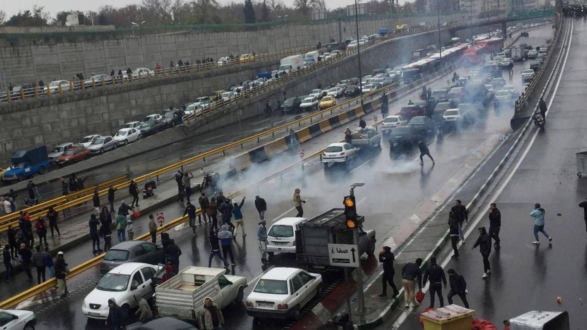 مواقع إيرانية معارضة: الاستخبارات الإيرانية أخرجت 36 جثة لمحتجين من مستشفى بطهران