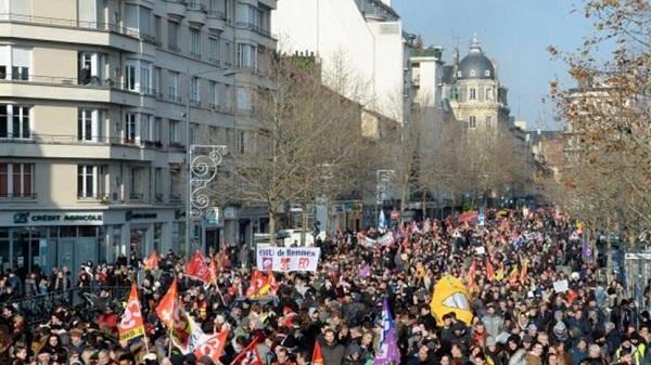 لليوم الثاني على التوالي.. إضراب عام يشل فرنسا