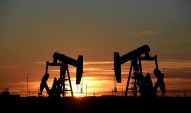 أسعار النفط تستقر وتتجه لتحقيق مكسب أسبوعي