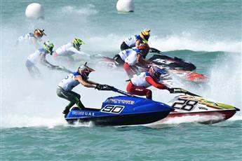 انطلاق منافسات الجولة الأولى من بطولة العالم للدراجات المائية بالكويت