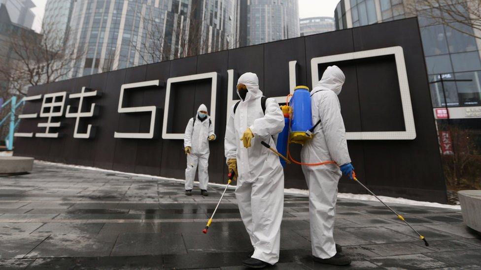 فيروس كورونا: الصين تفرض حجرا صحيا على العائدين إلى بكين وارتفاع الوفيات إلى 1500 شخص