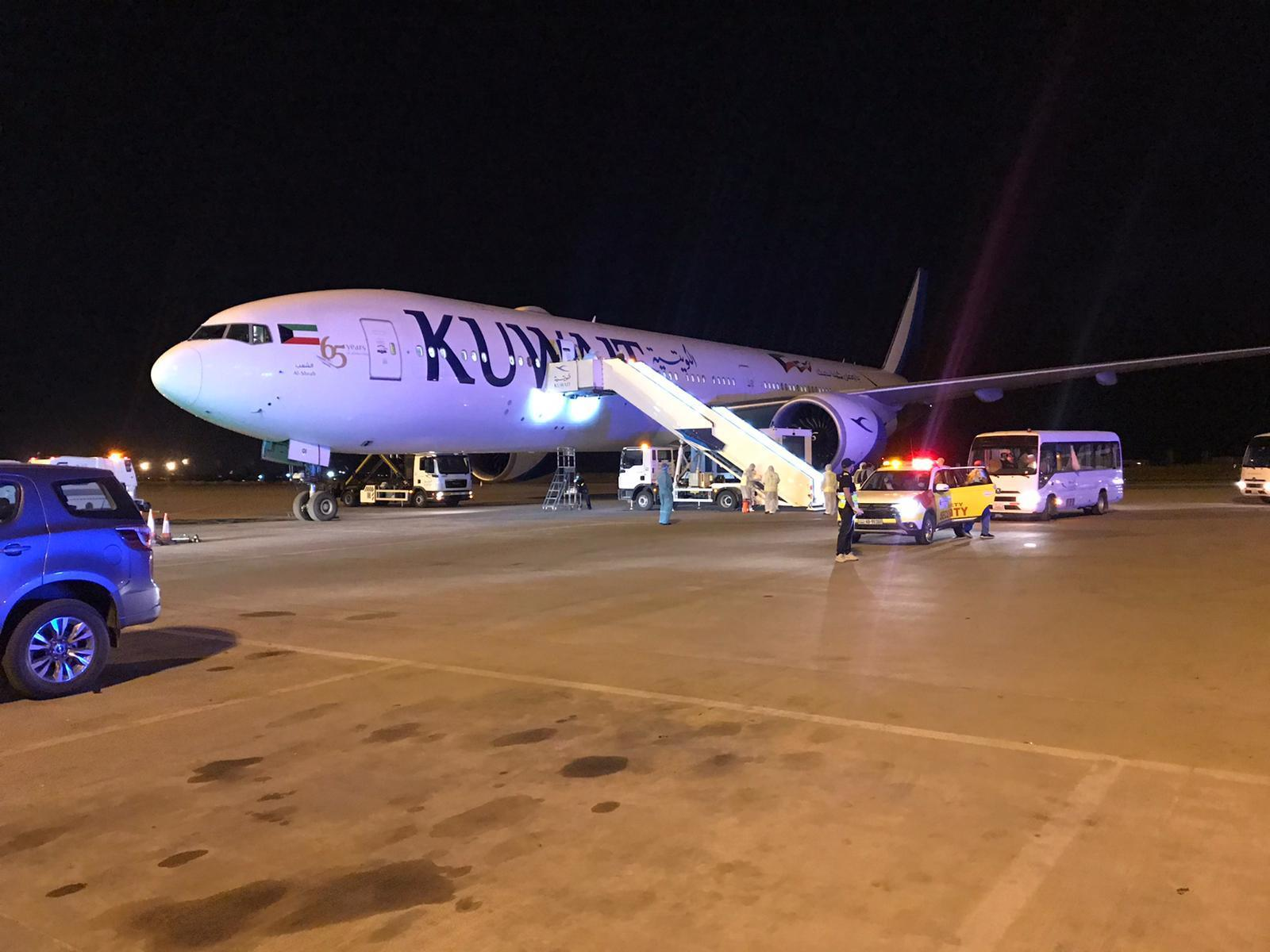 19 حالة من طائرة لندن إلى مستسفى جابر.. 9 منها اشتباه «كورونا»