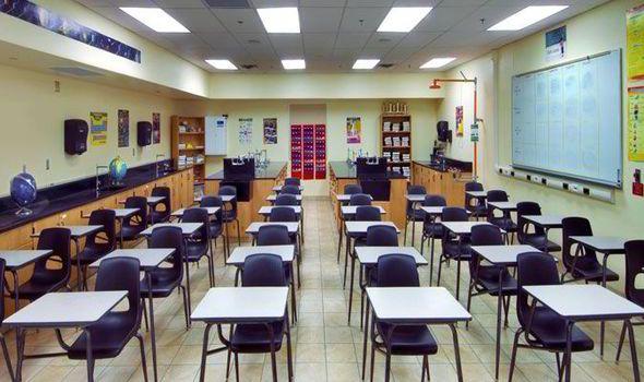 """جمعيات النفع العام تنتقد قرار """"التربية"""" بتعليق التعليم 7 أشهر دون وضع خطة بديلة"""
