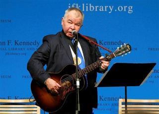 وفاة المغني الأمريكي جون براين بسبب مضاعفات فيروس كورونا