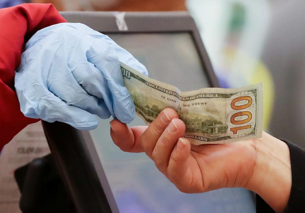 """خبراء: خطر انتشار """"كورونا"""" عبر النقود..ضئيل"""