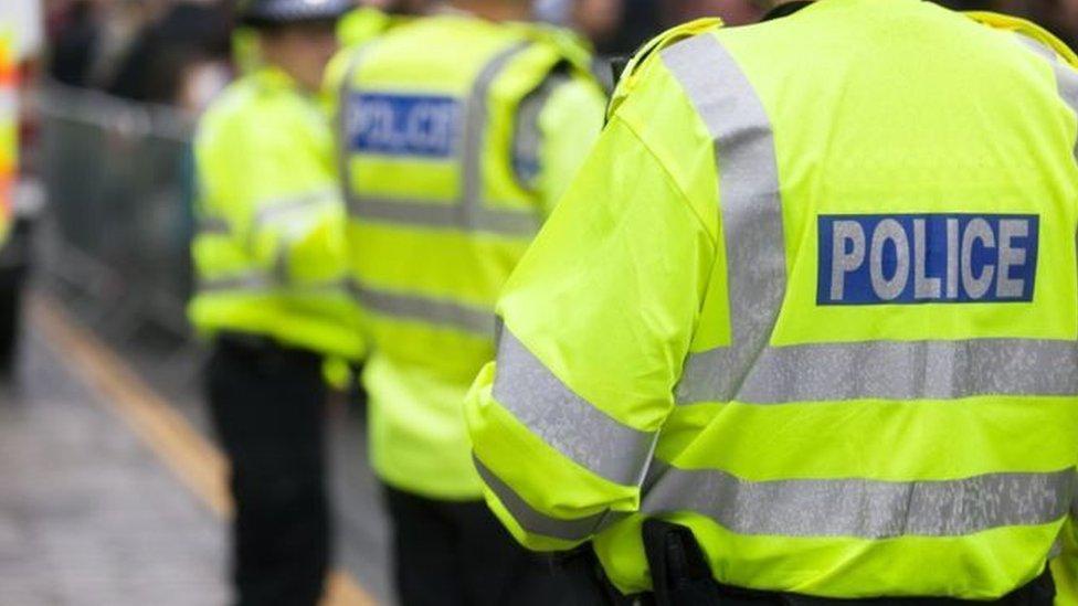 """فيروس كورونا: الشرطة البريطانية """"قلقة"""" من تزايد هجمات """"البصق"""" أثناء الإغلاق"""