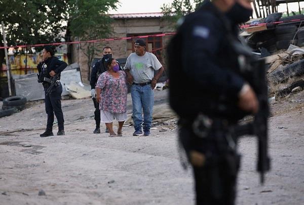 العثور على 12 جثة داخل شاحنة مسروقة بالمكسيك
