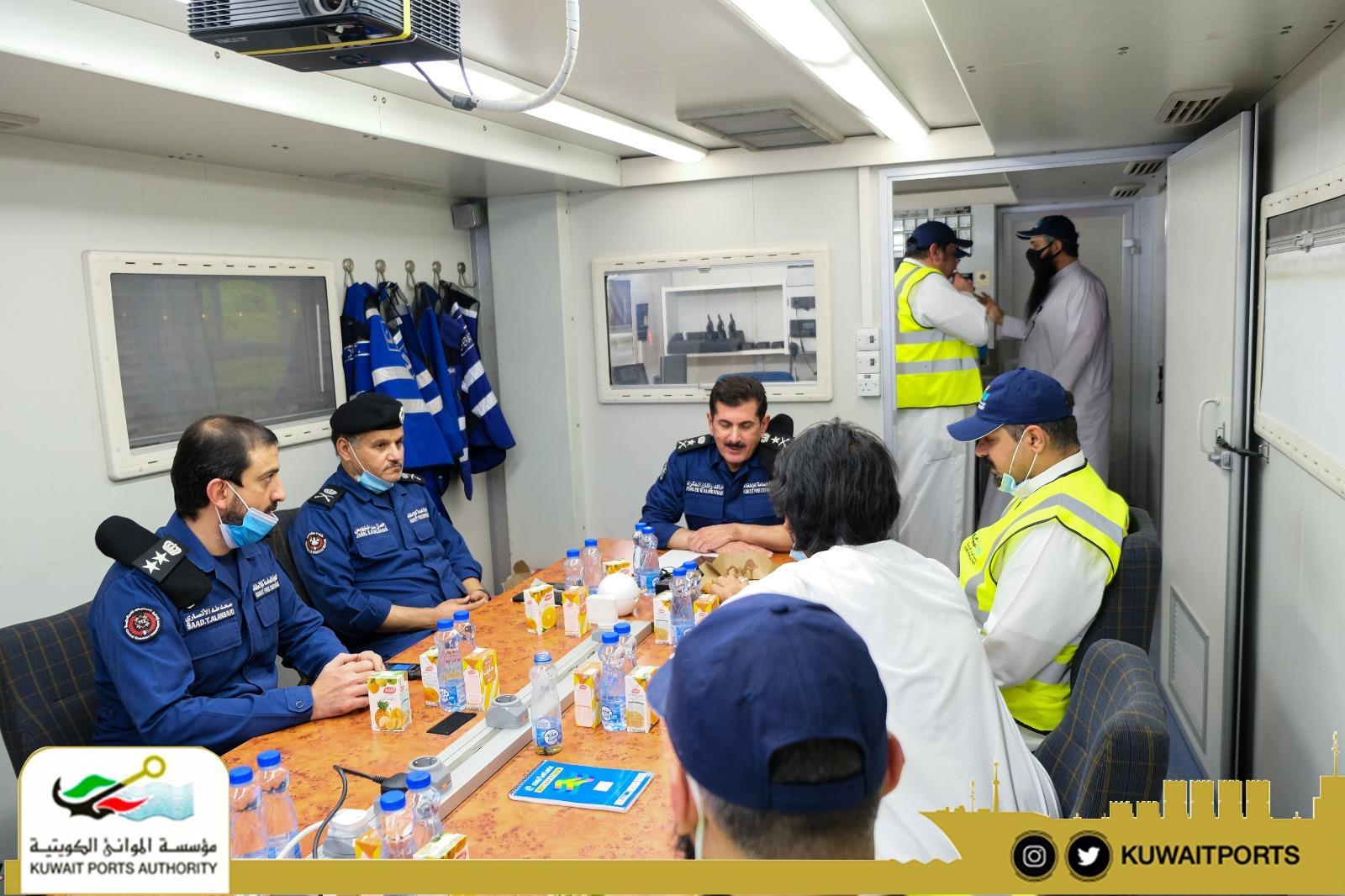 العبدالله يبحث والمكراد المراحل الأخيرة لإخماد حريق ميناء عبدالله