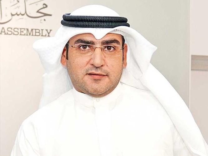 """عبدالكريم الكندري يطالب الحكومة بمراجعة قرارها حول فتح المطار للقادمين من الخارج مع احتمال التعرض لموجة ثانية من """" كورونا """""""