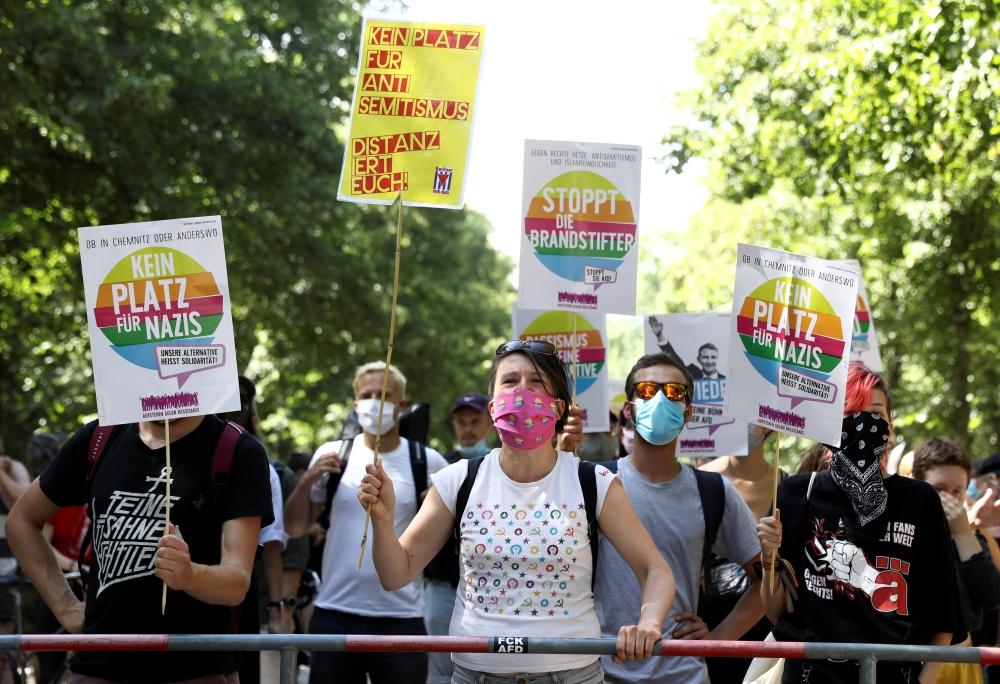 الآلاف يتظاهرون في شوارع برلين احتجاجا على قيود «كورونا»