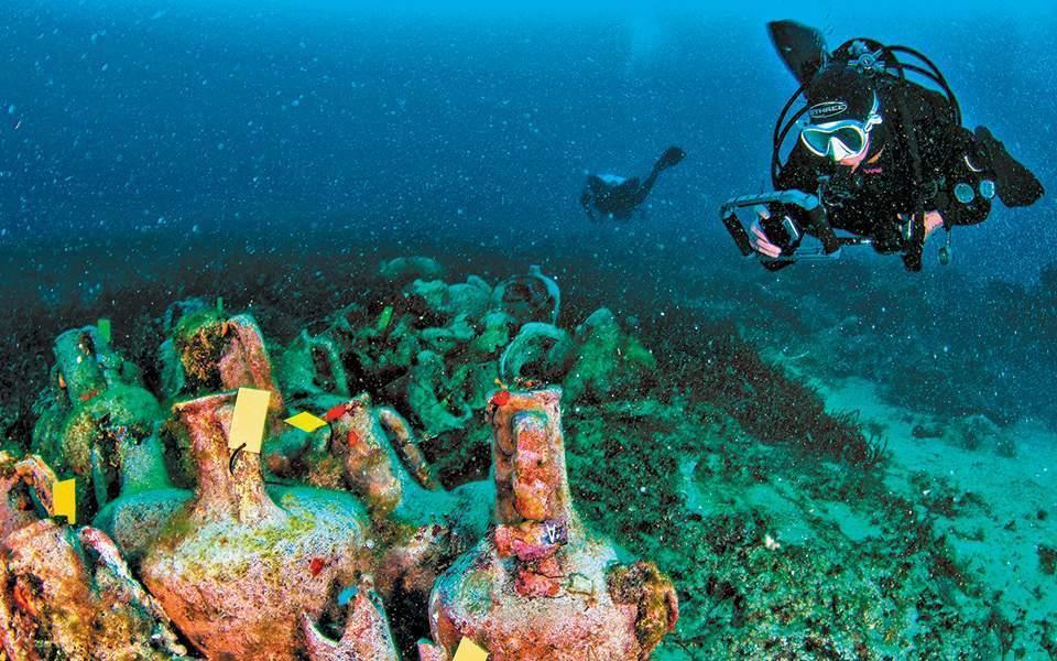 اليونان تدشن أول متحف تحت الماء على حطام سفينة تاريخية