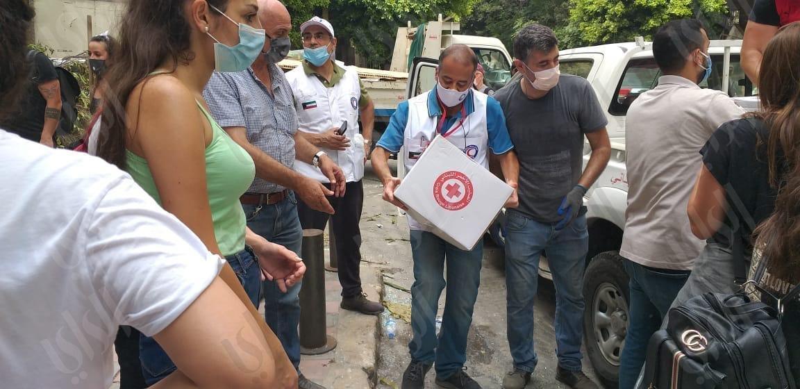35 طناً من المواد الطبية والغذائية حطت في بيروت