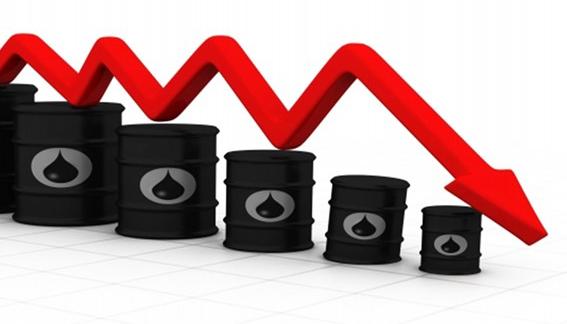 أسعار النفط تهبط 5 في المئة إلى أدنى مستوى منذ يونيو