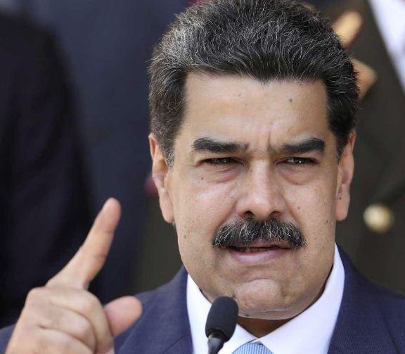 """مادورو يعلن اعتقال """"جاسوس أميركي"""" بالقرب من مصاف لتكرير النفط"""