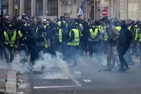 """""""السترات الصفراء"""" تعود إلى التظاهر في فرنسا"""