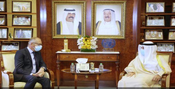 وزير الخارجية الكويتي يتسلم نسخة من أوراق اعتماد سفير هولندا
