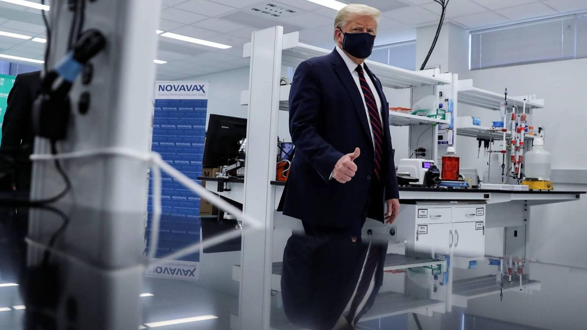 الرئيس الأميركي يعلن أن لقاحاً لكورونا قد يتوفر خلال شهر