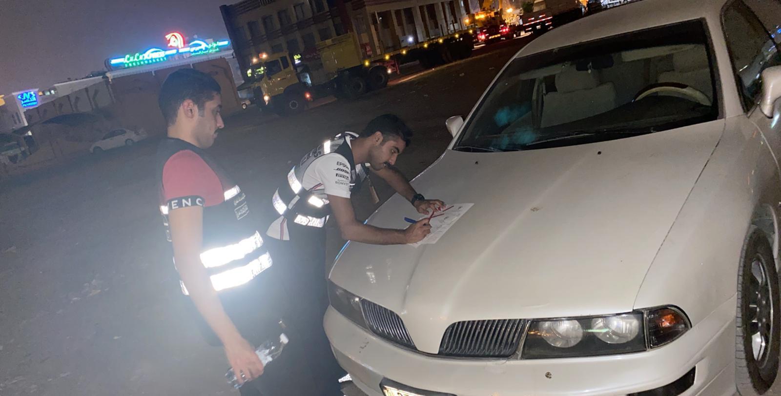 «بلدية الفروانية»: رفع 28 سيارة ومعدة ثقيلة من منطقة تجارية بخيطان