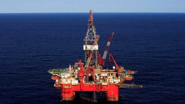 هبوط أسعار النفط بفعل كورونا وقوة الدولار