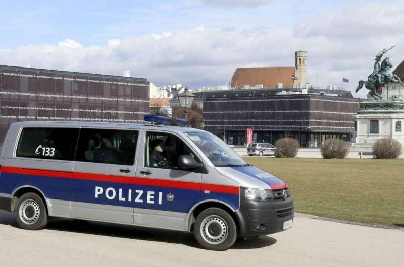 توقيف امرأة بتهمة قتل بناتها الثلاث في النمسا