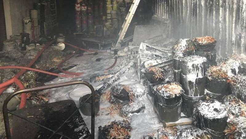 السيطرة على حريق مخزن مواد غذائية في «الشويخ الصناعية»