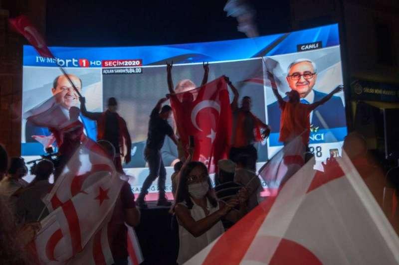 المرشح القومي أرسين تتار يحقق فوزا مفاجئا بالانتخابات الرئاسية في شمال قبرص